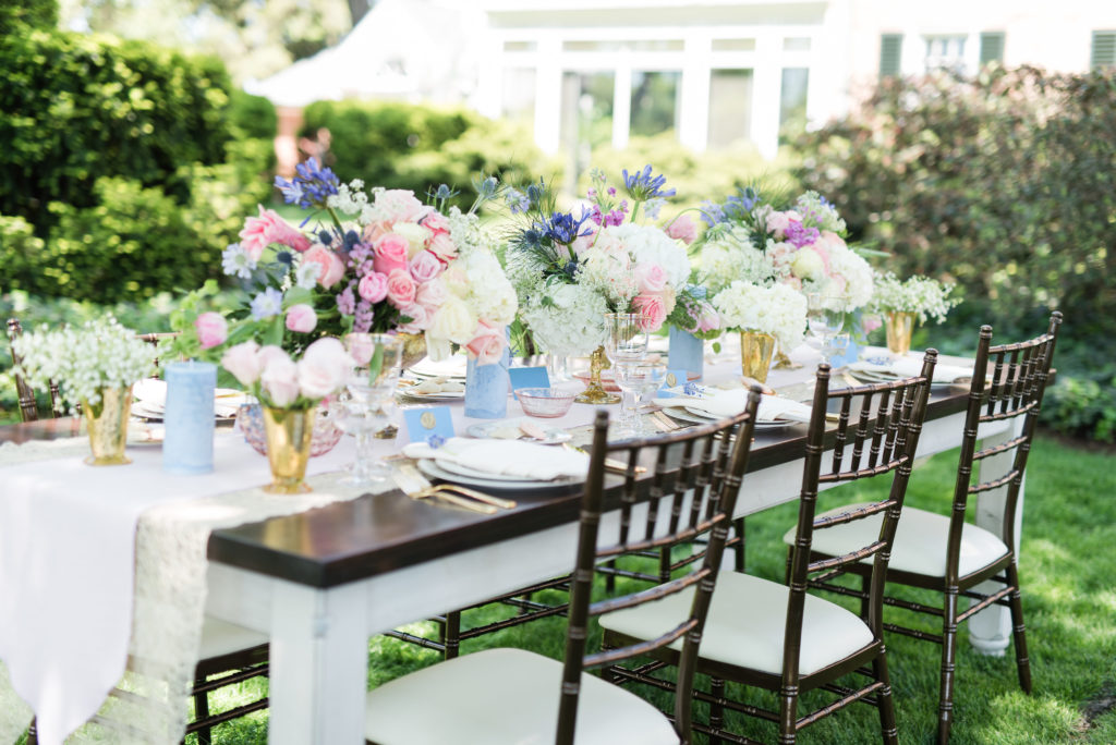 Centerpieces in blush and blue tones